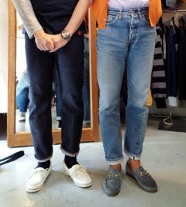 RESOLUTEリゾルトのジーンズを試着する私と林芳亨