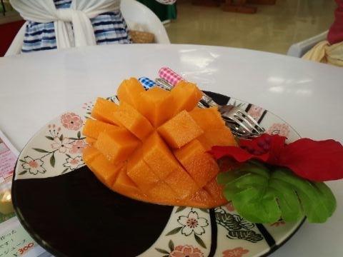宮古島の公設市場のマンゴー(グリーンフラッシュ)はものすごくうまい!甘い