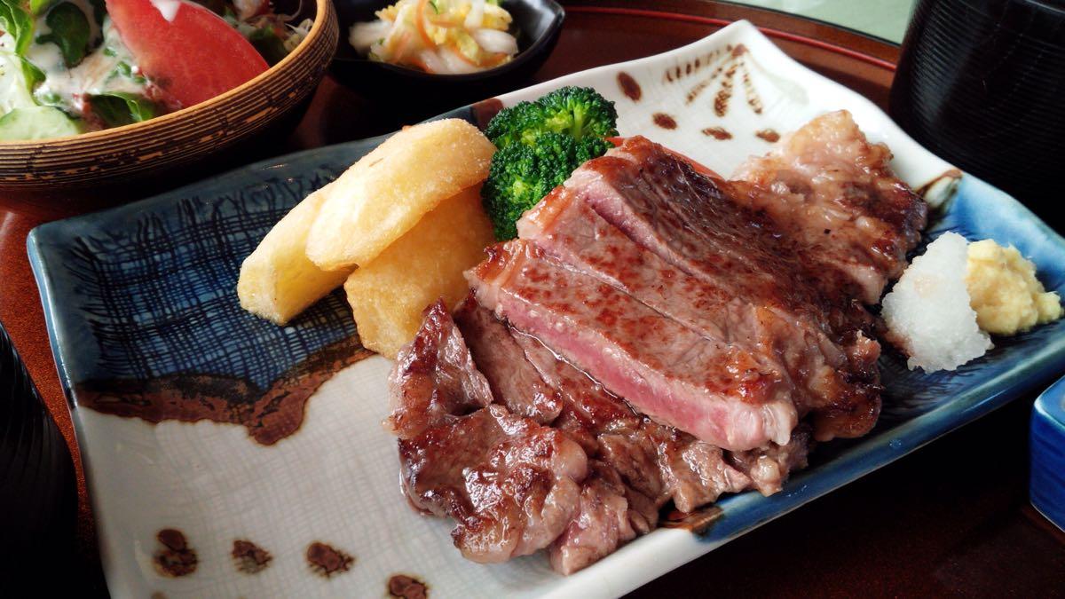 十勝牛のステーキ